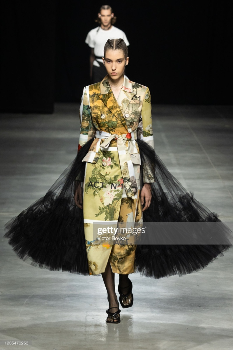 ANNA MARIA SHOW IN MILAN FOR ACT N°1