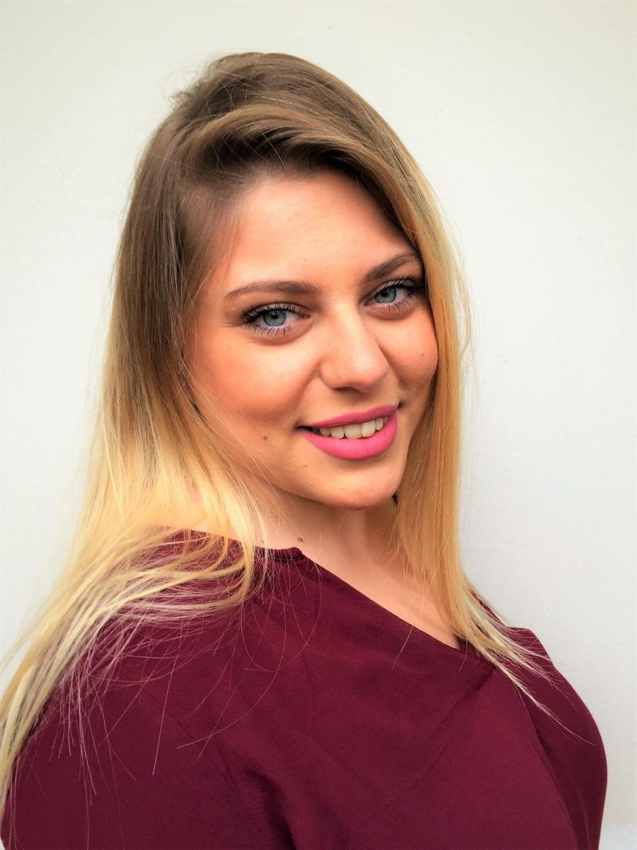 ANNA DANEZI  -  AGENCIA MODELS